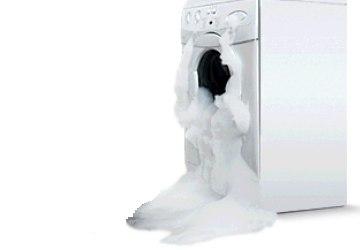 Течет из дверцы стиральной машины: причины и последствия